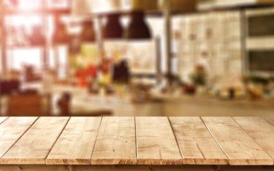 Möbel aus Echtholz in der ersten eigenen Wohnung