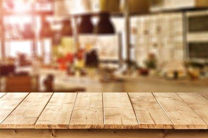 m bel aus echtholz in der ersten eigenen wohnung die besten tipps. Black Bedroom Furniture Sets. Home Design Ideas